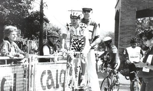 José Aparecido Santos (o Zezinho da Extra-Suzano) na época se prepara para largar na crono. Na época Zezinho corria por uma equipe de Portugal
