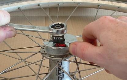 Regulagem da folga dos cubos das rodas