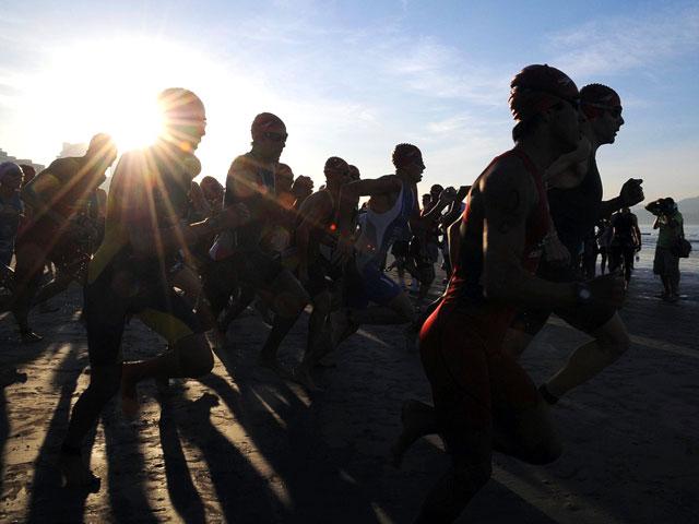 Largada Triathlon Internacional de Santos 2012