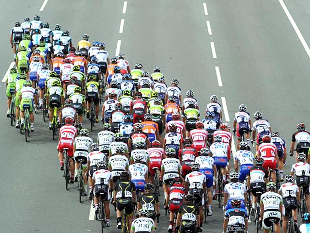 Pelotão na quinta etapa da Volta do Catar 2012