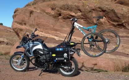 Rack 2×2 leva a bicicleta na moto com segurança