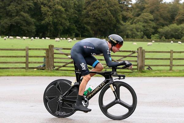 Bradley Wiggins vence crono e lidera Tour da Grã-Bretanha