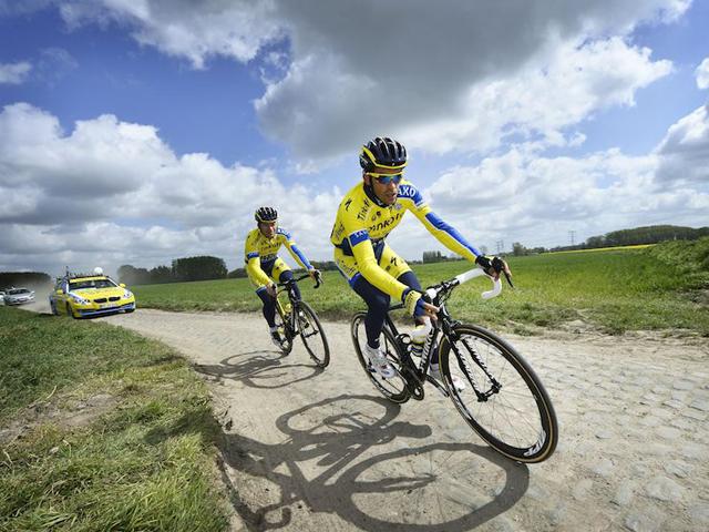 Contador e Steven de Jongh nos pavés da 5ª etapa do Tour de France