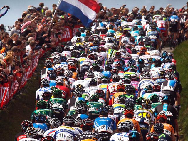 No pelotão da Amstel Gold Race: muitas subidas curtas e determinantes no caminho