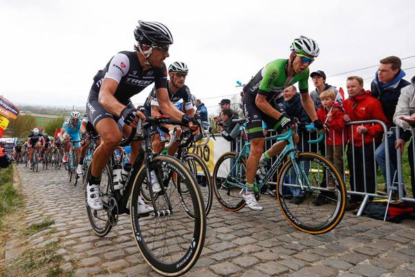 O suíço Fabian Cancellara lutou contra três belgas na chegada