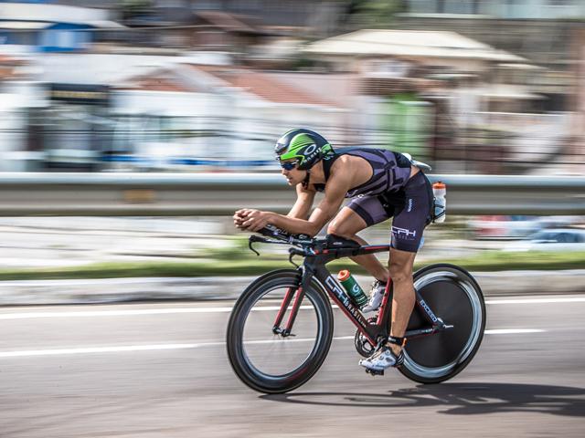 O campeão fez 2º na natação e venceu as provas de bike e  corrida Foto: Gabriel Heusi