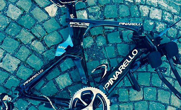 Foto da bicicleta de Henao após o atropelamento divulgada nas redes sociais