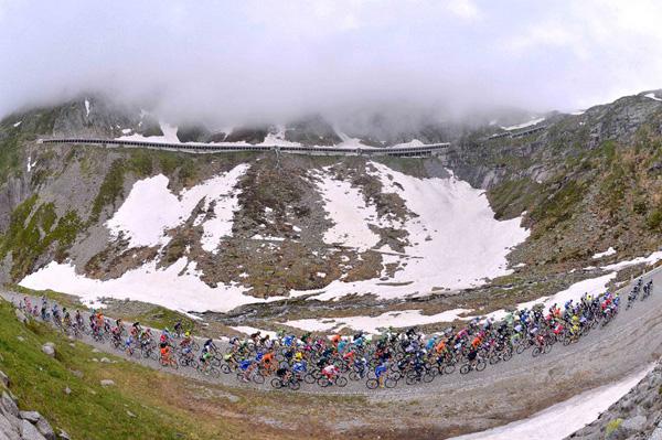 Etapa de Bellinzona a Sarnen percorreu 182 quilômetros, boa parte nos Alpes