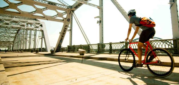 Mensageiros que usam a bicicleta como meio de transporte são tão antigos quanto a própria bicicleta