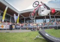 Danny MacAskill em manobras no Drop and Roll Tour