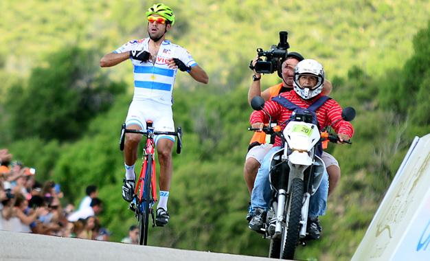 Daniel Diaz comemora a vitória na 2ª etapa do Tour de San Luis dd 2015