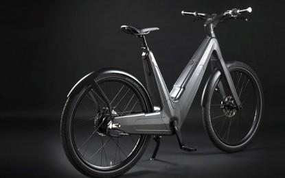 Bicicleta elétrica usa o sol para recarregar a bateria