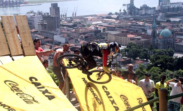 Na prova pelas escadarias de Santos na edição de 2015