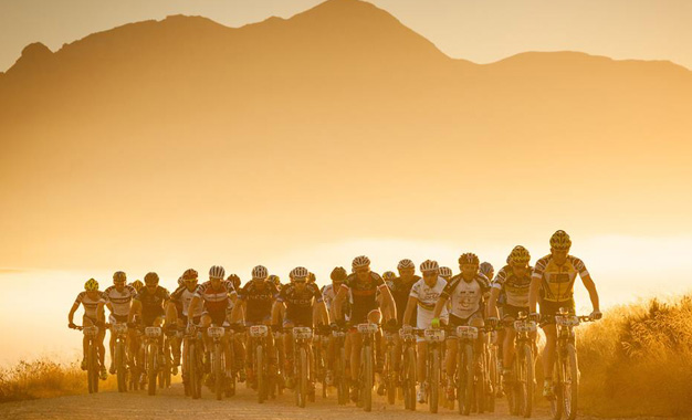 Pelotão na ultramaratona Cape Epic