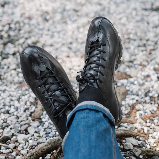 Sapatilha da marca Quoc Pham Cycling Shoes