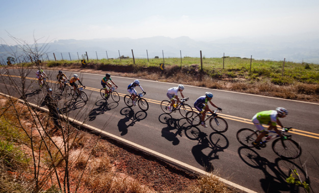 Ciclistas no trajeto em Botucatu Foto: Wladimir Togumi /Brasil Ride Botucatu