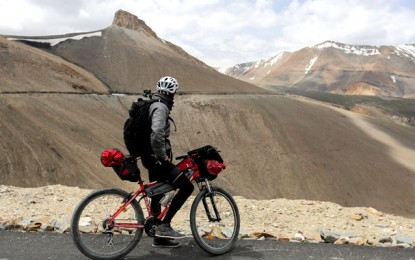 Cicloturismo na estrada mais alta do mundo