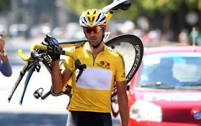 Tour do Rio: Veloso cai, carrega a bike e confirma título de campeão