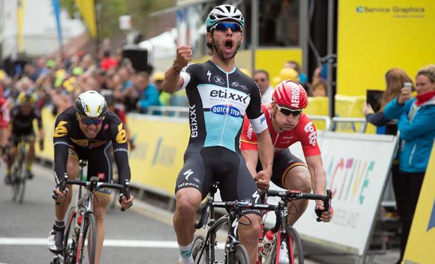 Gaviria comemora a vitória na 4ª etapa do Tour da Grã-Bretanha