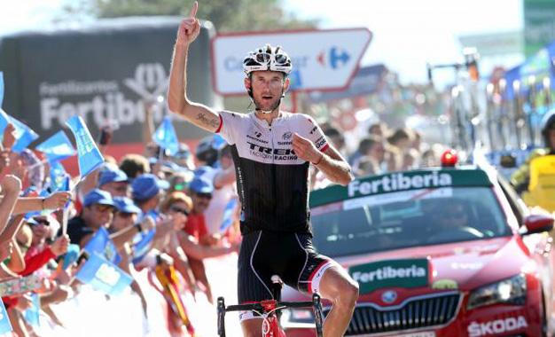 Frank Schleck cruza sozinho a dura 16ª etapa da Vuelta