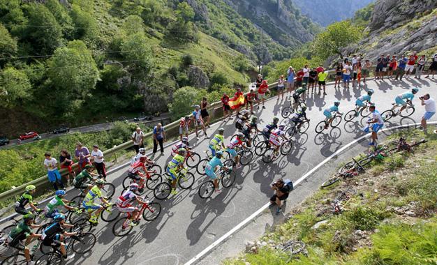 No percurso da 15ª etapa da Vuelta Foto:© J.A. Miguelez/Unipublic