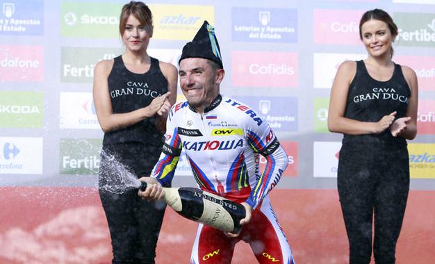 Purito no pódio da 15ª etapa da Vuelta Foto:© J.A. Miguelez/Unipublic