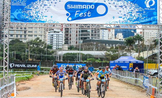 Largada da prova Short Track no Shimano Fest Foto:Rodrigo Philipps/Shimano