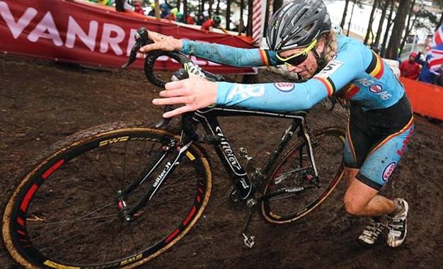 A belga Femke Van den Driessche, cuja bike apontou doping eletrônico