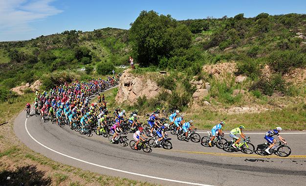 Pelotão na 3ª etapa do Tour de San Luis