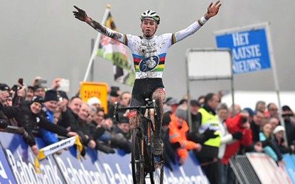 Copa do Mundo de Ciclocross: Van der Poel fatura a 4ª etapa seguida
