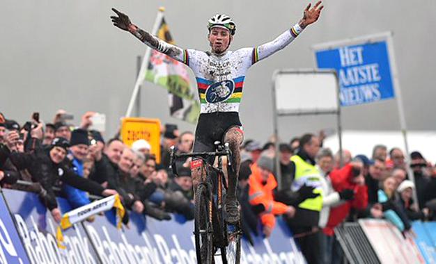 Mathieu van der Poel vence 4ª etapa da Copa do Mundo de Ciclocross