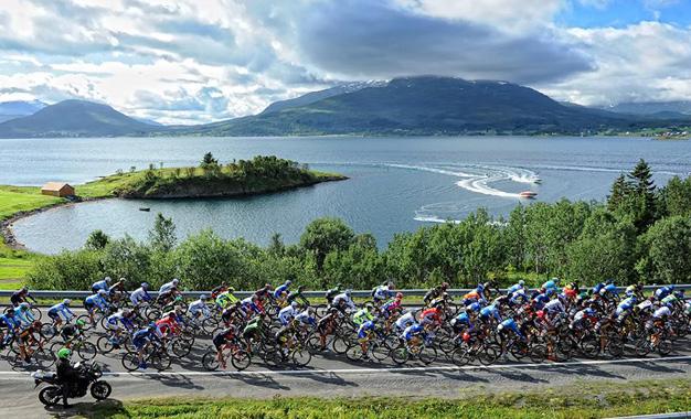 Pelotão na prova na Noruega Foto: Rune Dahl