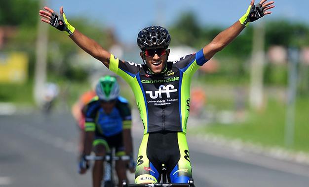 Da UFF, Felipe Marques vence etapa ddo Torneio de Verão em Ilha Comprida