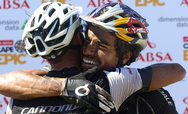 Avancini e Fumic comemoram o 4º lugar na 2ª etapa Foto: Shaun Roy/Cape Epic/Spotzpics