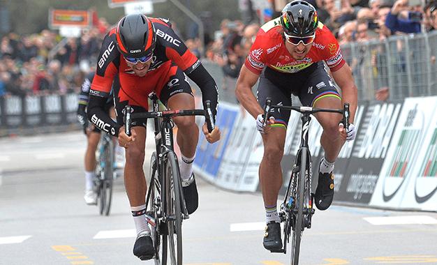 Van Avermaet e Sagan na chegada da 6ª etapa