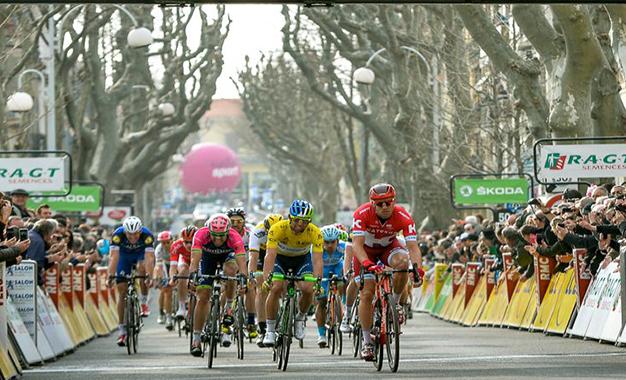 O sprint do pelotão em Salon de Provence; Matthews foi o 3º