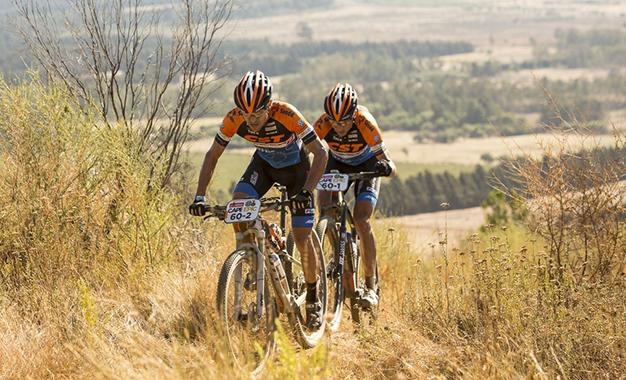 Abraão Azevedo e Bart Brentjens retomam liderança na Máster Foto: Sam Clark/Cape Epic/Sportzpics