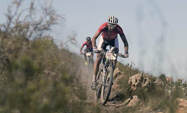 Nicola Rohrbach e Matthias Pfrommer, vencedores da etapa Foto: Mark Sampson/Cape Epic/Sportzpics