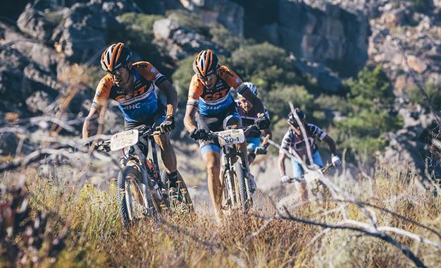 Bart Brentjens e Abraão Azevedo Foto: Ewald Sadie/Cape Epic/Sportzpics