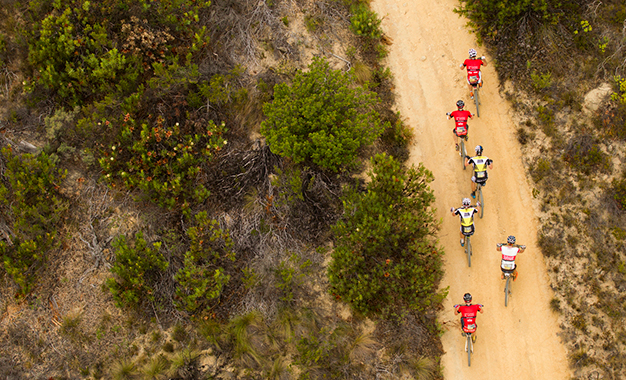 Na ponta do pelotão com os líderes Foto: Gary Perkin/Cape Epic/Sportzpics