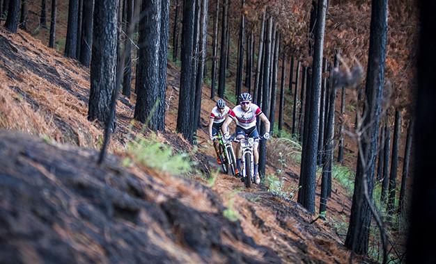 Periklis Ilias e Tiago Jorge Ferreira, vencedores da etapa Foto: Nick Muzik/Cape Epic/Sportzpics