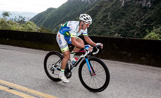 Everson de Assis Camilo, o campeão brasileiro de ciclismo, venceu o Desafio na Serra do Rio do Rastro