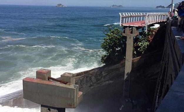 Trecho da ciclovia Tim Maia desabou após ser atingido por ondas fortes