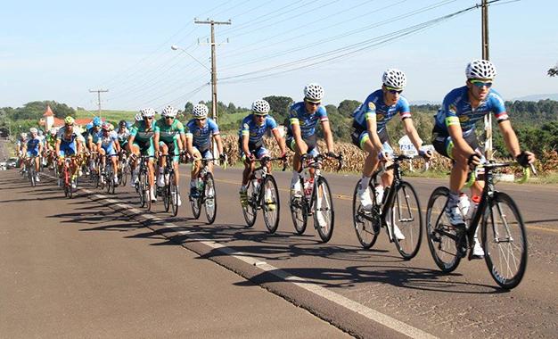 Pelotão no Tour de Santa Catarina Foto: Antonio Prado|Fesporte