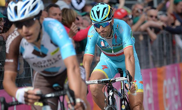 Nibali sobrou e caiu para o 4º lugar na geral