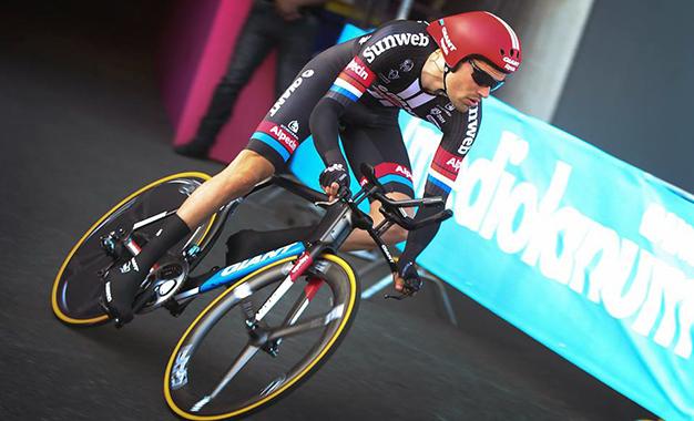 O holandês Tom Dumoulin na abertura do Giro D'Itália