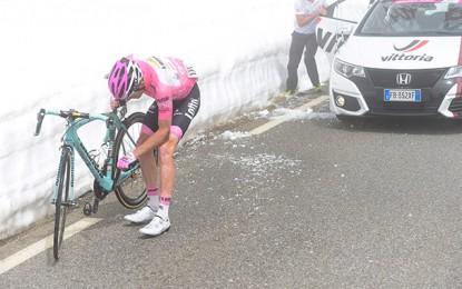 Giro: veja a queda que tirou a maglia rosa de Kruijswijk