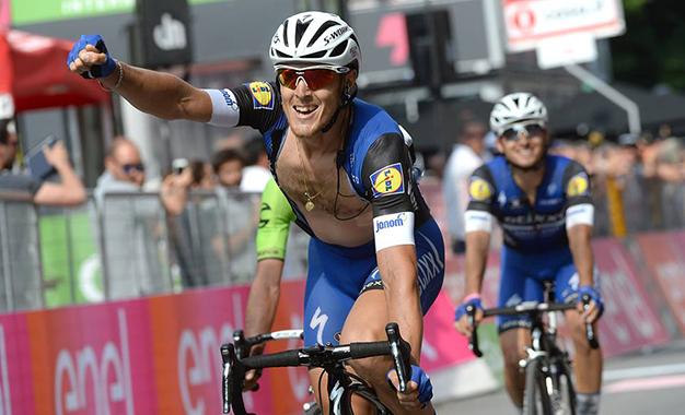 Matteo Trentin na vitória da 17ª etapa do Giro