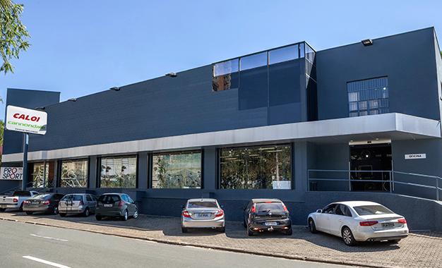 Loja com 1.000 metros quadrados na Avenida Orosimbo Maia, no Cambuí, em Campinas, SP
