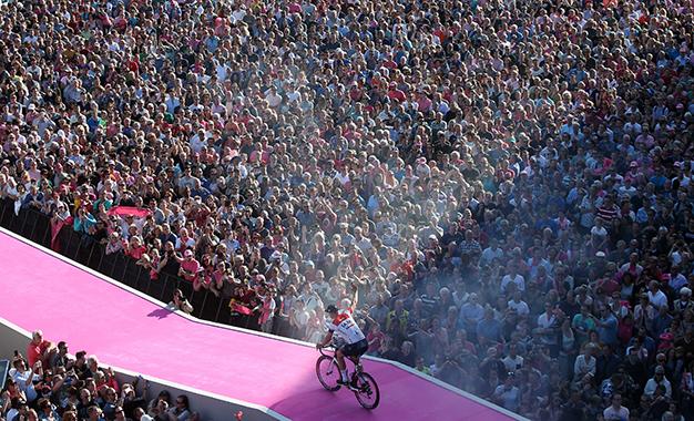 Animação total com a chegada dos ciclistas para o 99º Giro D'Itália Foto:RCS